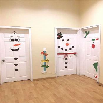 How to Make Super Easy Christmas Decorations on a Budget – Snowmen Doors