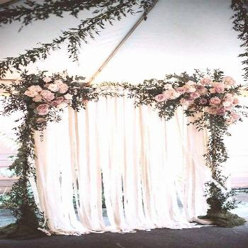 I like the look on quite a few of these ideas.. Not the picture but the baby's breath and the simpl