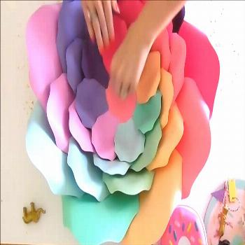 Rainbow Paper Flowers: How to Make Giant Rainbow Unicorn Flowers DIY rainbow paper flowers. Unicorn